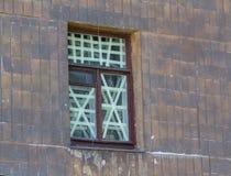 在窗口的正统象在区域横渡轰击 库存图片