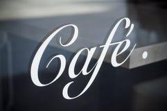 在窗口的法国咖啡标志 免版税库存照片