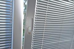 在窗口的软百叶帘 库存图片