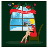 在窗口附近的坐的妇女在手上的拿着圣诞节礼物 圣诞节概念 皇族释放例证