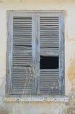 在窗口,瑟米, kefalonia,希腊的老快门 免版税库存图片