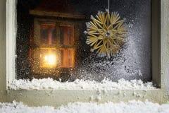 在窗口10的圣诞节装饰 免版税库存图片