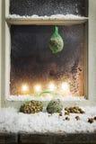 在窗口14的圣诞节装饰 免版税库存照片
