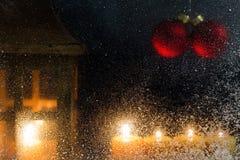 在窗口16的圣诞节装饰 免版税库存图片