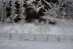 在窗口18的水晶雪花 免版税库存照片