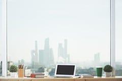 在窗台的笔记本 免版税库存图片