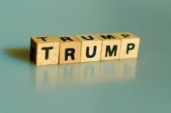 在立方体写的词王牌 库存照片
