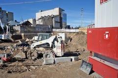 在立陶宛建筑的被租赁的机器 库存图片