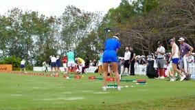 在竞争前的球员实践在本田LPGA泰国中2017年 股票视频