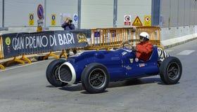在竞争的赛车在格兰披治的历史的再制定在巴里, 库存照片