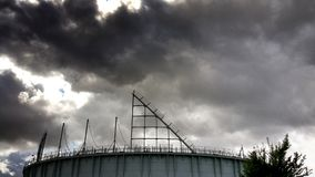 在竞技场的黑暗的云彩 图库摄影