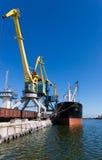 在端口的货船 免版税库存照片