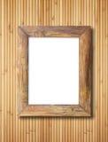 在竹墙壁上的空白的木制框架 库存图片