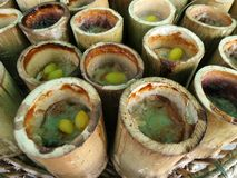 在竹子的在泰语的黏米饭或Khao Lham 库存照片