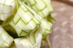 在竹容器的ketupat框 传统马来的纤巧d 免版税图库摄影