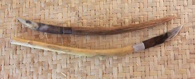 在竹席子的刀子 库存照片