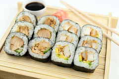 在竹盘子的面包和teriyaki鸡寿司 免版税图库摄影
