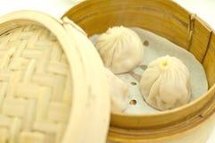 在竹篮子的粤式点心 免版税库存图片