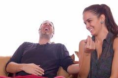 在笑声的夫妇 免版税库存图片