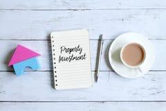 在笔记本写的物产投资 库存照片