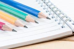 在笔记本的特写镜头铅笔 免版税图库摄影