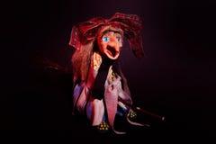 在笤帚的巫婆飞行 免版税库存图片