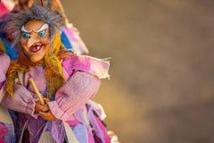 在笤帚的巫婆飞行 免版税库存照片