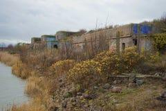 在第一个北堡垒的阴沉的10月天 Kronstadt,俄罗斯 免版税库存图片