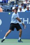 在第一个回合期间的职业网球球员米洛斯・拉奥历选拔比赛在美国公开赛2013年 免版税库存图片