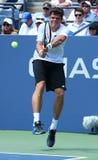 在第一个回合期间的职业网球球员米洛斯・拉奥历选拔比赛在美国公开赛2013年 免版税图库摄影