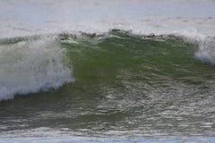 在第一个海滩的海浪在La推挤, WA 免版税库存照片