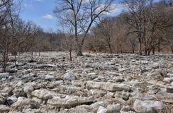 在第一条测流堰Humber河上的被放弃的冰川2015年 免版税库存图片