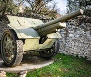 在第一次世界大战期间使用的轮子的大炮 免版税库存照片