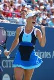 在第一次回合比赛期间的职业网球球员卡露莲・禾丝妮雅琪在美国公开赛2013年在比利・简・金国家网球中心 免版税图库摄影