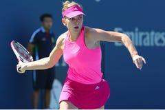 在第一次回合比赛期间的职业网球球员西莫娜・哈勒普在美国公开赛2014年 库存图片