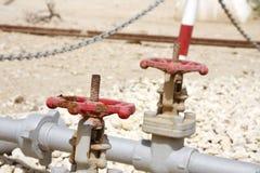 在第一的压力阀油井在波斯湾,巴林 免版税库存图片