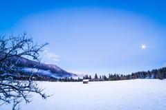 在第一降雪以后的日落 免版税库存图片