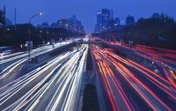 在第三条环行路在晚上,北京,中国的交通堵塞 库存图片
