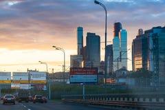 在第三条环行路的交通在莫斯科城市附近 图库摄影