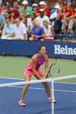 在第二个回合期间的职业网球球员耶莱娜・扬科维奇加倍比赛在美国公开赛2014年 免版税图库摄影