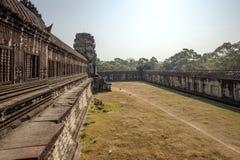 在第二和第三封入物,吴哥, Siem Riep,柬埔寨之间的围场 库存照片