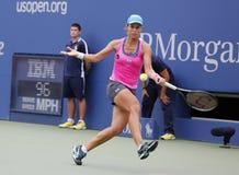 在第四次回合比赛期间的职业网球球员瓦拉瓦拉・勒普琴科在美国公开赛2014年 图库摄影