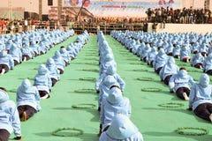 在第29个国际风筝节日的瑜伽表现opning的仪式2018年-印度 免版税库存图片