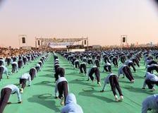 在第29个国际风筝节日的瑜伽2018年-印度 免版税库存照片