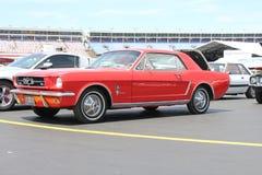 1964年1/2在第50周年的Ford Mustang小轿车 免版税图库摄影