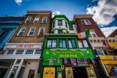 在第18条街道上的企业在亚当斯摩根,华盛顿特区, 库存照片