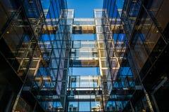 在第10条街道上的现代大厦在华盛顿特区, 免版税库存图片