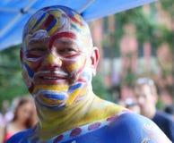 在第5 NYC人体彩绘天期间,艺术家绘充分地所有形状和大小裸体模特儿  免版税库存照片