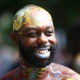 在第4 NYC人体彩绘天期间,艺术家绘所有形状和大小100个充分地裸体模特儿  免版税库存图片