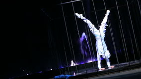 在笼子的杂技跳舞表现 影视素材